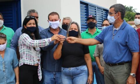 """Secretaria Municipal de Assistência Social entrega casa do Programa de Construção de Unidades Habitacionais """"Construindo Sonhos""""."""