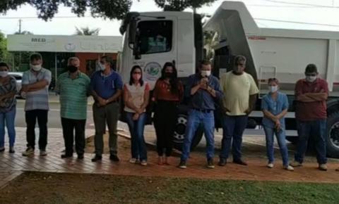 Prefeito de Alcinópolis entrega caminhão caçamba para Secretaria de Obras