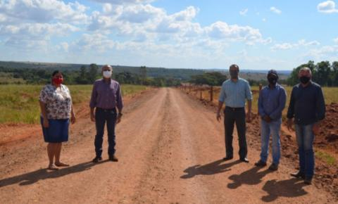 Prefeito de Paraíso das águas visita obras de recuperação de estradas rurais no distrito de Pouso Alto