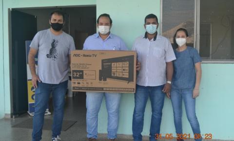 Vereador de Figueirão faz entrega de TV de 32 polegadas para Hospital Municipal