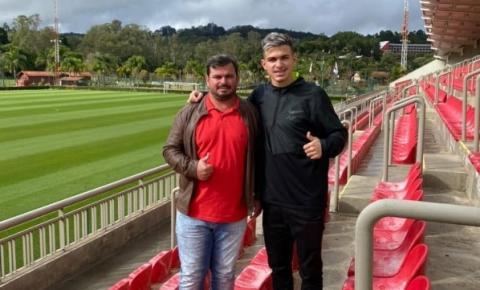 Jogador de Costa Rica faz teste no São Paulo Esporte Clube e agradece família pelo incentivo
