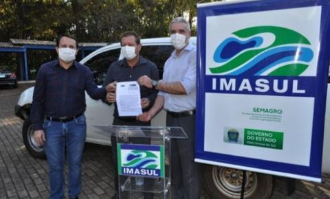 Prefeito Dalmy recebe caminhonete para Alcinópolis na sede do Imasul