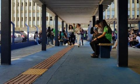 Para volta do presencial, escolas estaduais de Campo Grande antecipam em 10 minutos entrada de alunos