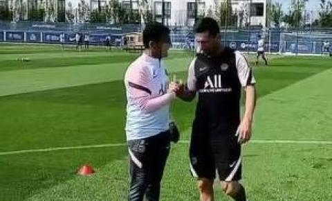 Messi treina pela primeira vez como jogador do Paris Saint-Germain
