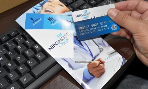Servidores públicos municipais de Costa Rica recebem cartões do Plano de Saúde