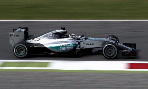 Lewis Hamilton domina sexta-feira em Monza