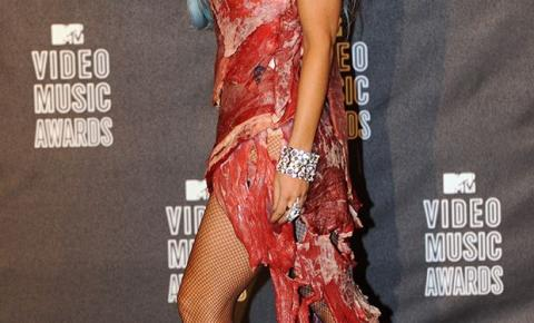 Vestido de carne de Lady Gaga é exposto em museu