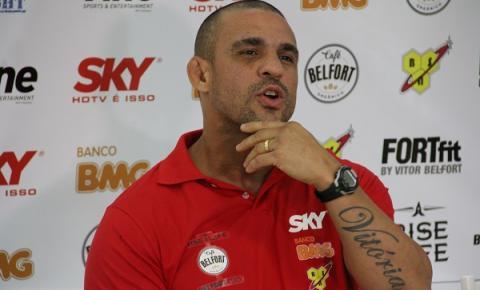 Vitor Belfort reclama de salários durante transmissão do UFC