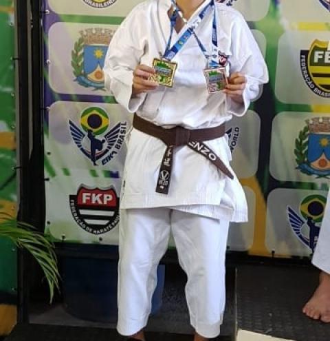 Representando MS, Enzo vence campeonato brasileiro de karatê Enzo Gabriel representa o Mato Grosso do Sul pela quinta vez consecutiva