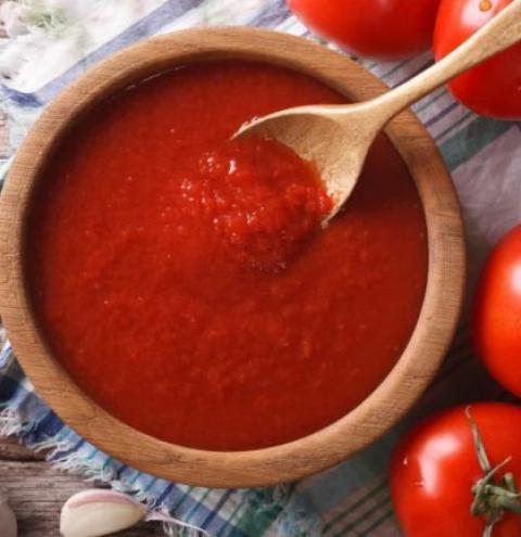 Guarda os tomates na geladeira? Não deveria