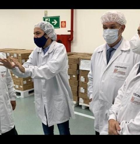 Focado na compra da vacina Sputnik V, Azambuja visita fabrica que produzirá imunizante