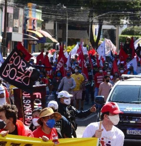 Manifestação contra Bolsonaro interditou avenida e atraiu 5 mil pessoas