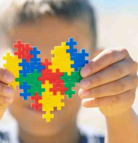 Campo Grande abre cadastro para emissão de carteirinha parra pessoa autista; saiba como solicitar
