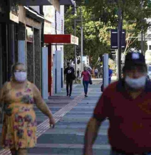 'Discussão precoce': Uso de máscaras continua até alcançar 90% de imunizados em MS
