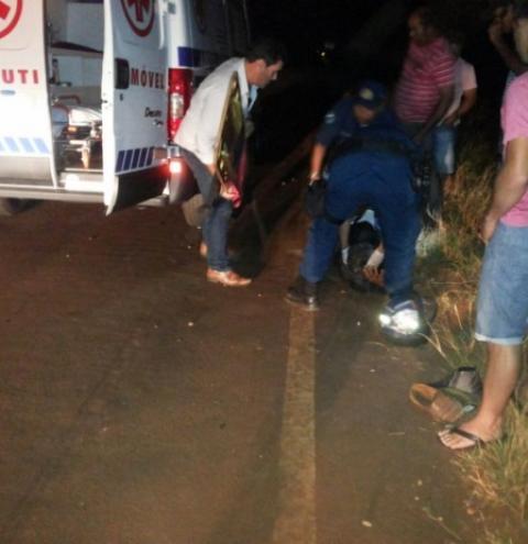 Acidente entre carroça e moto deixa dois feridos graves